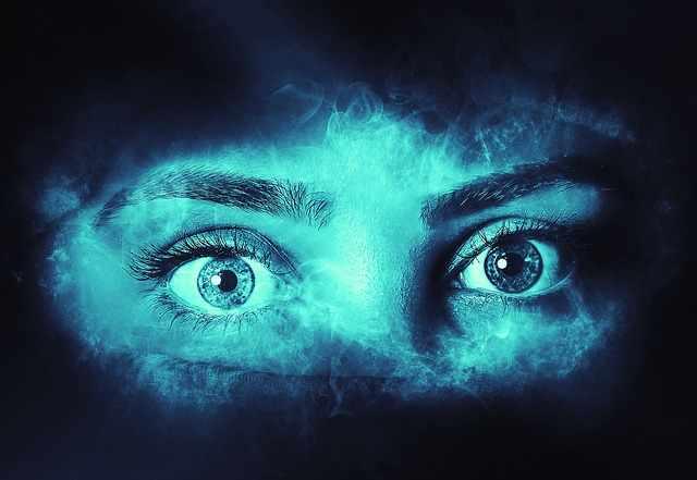Растерянные глаза женщины