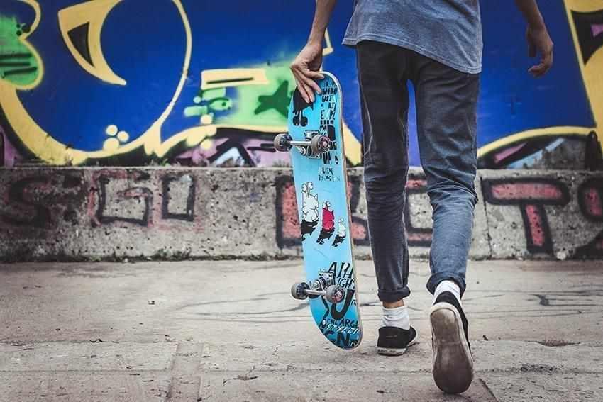 мальчик скейт