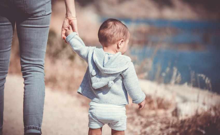 ребенок доверяет своей маме