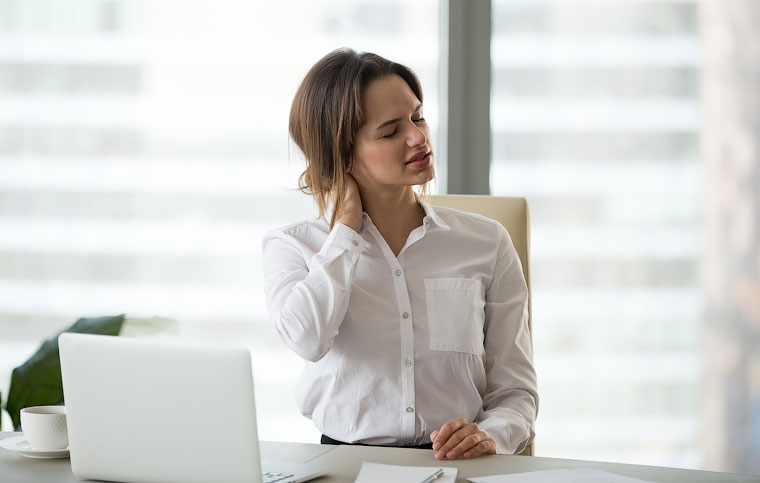 Простое упражнение для улучшения осанки при сидячей работе