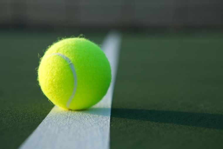 Теннисный мяч для массажа грудных мышц