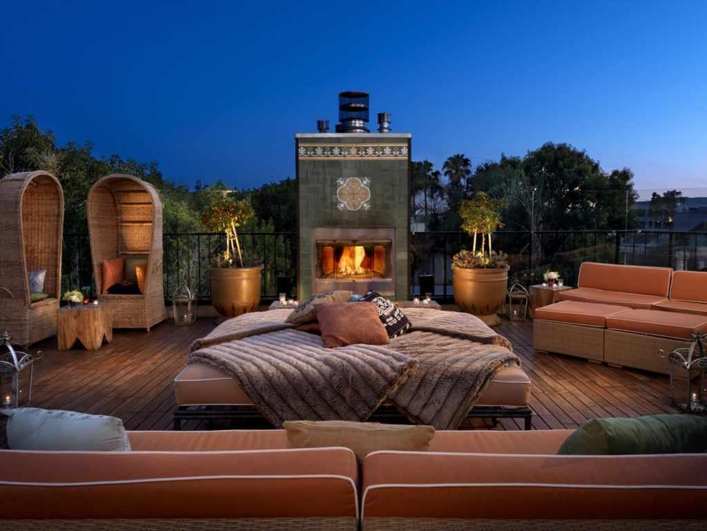 Расположите кровать в безопасном месте