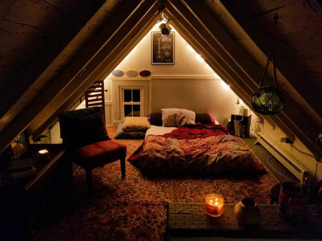 Создайте максимально уютную атмосферу в вашей спальне / Фото u/laneyr83 Reddit