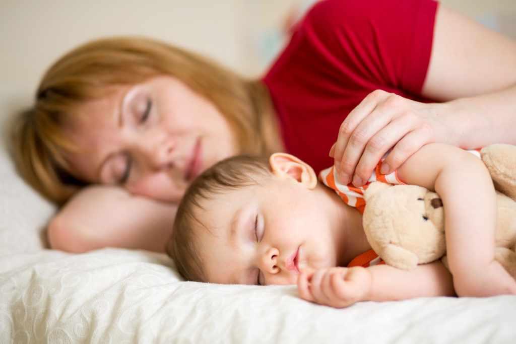 новорожденный мало спит