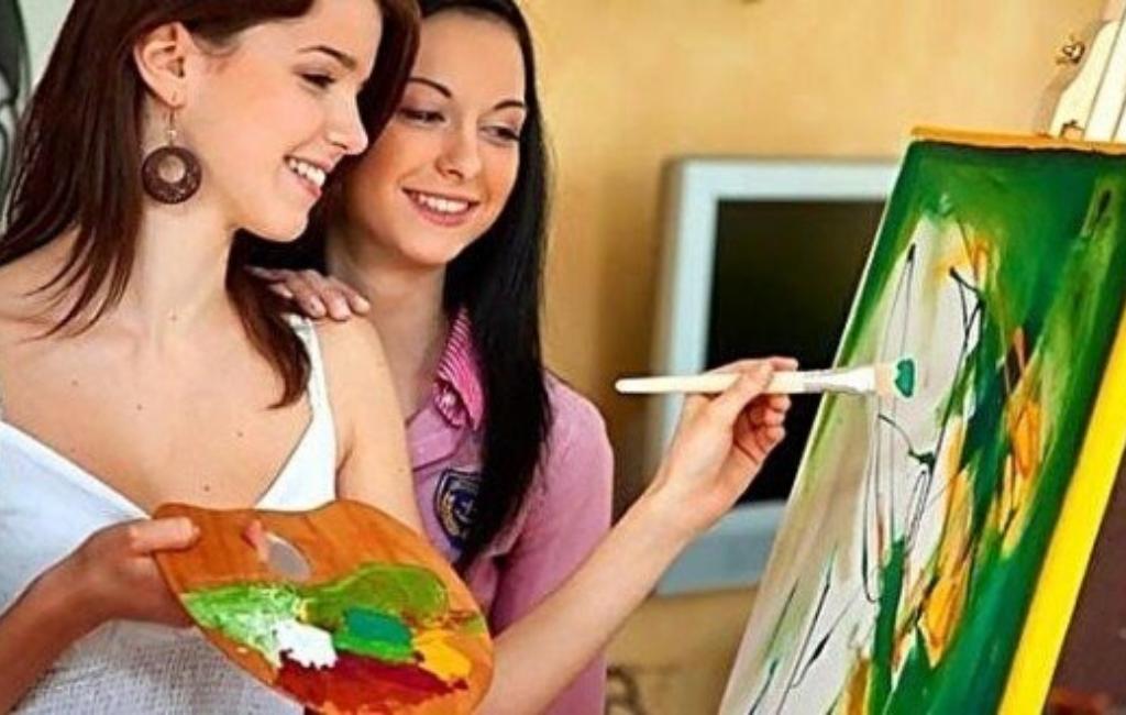 Рисующие девушки