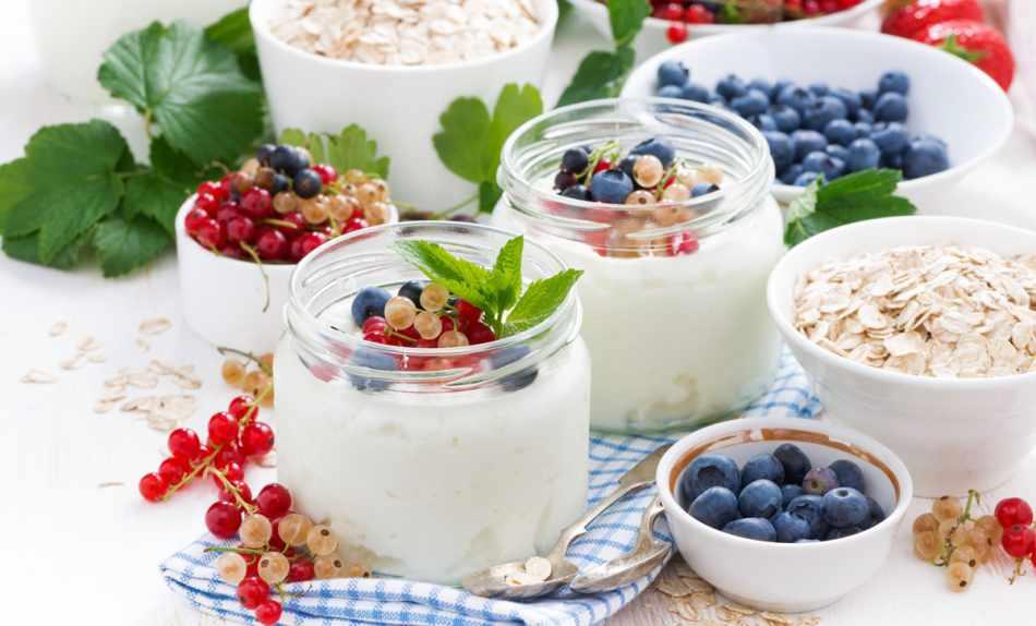 Йогурт с ягодами