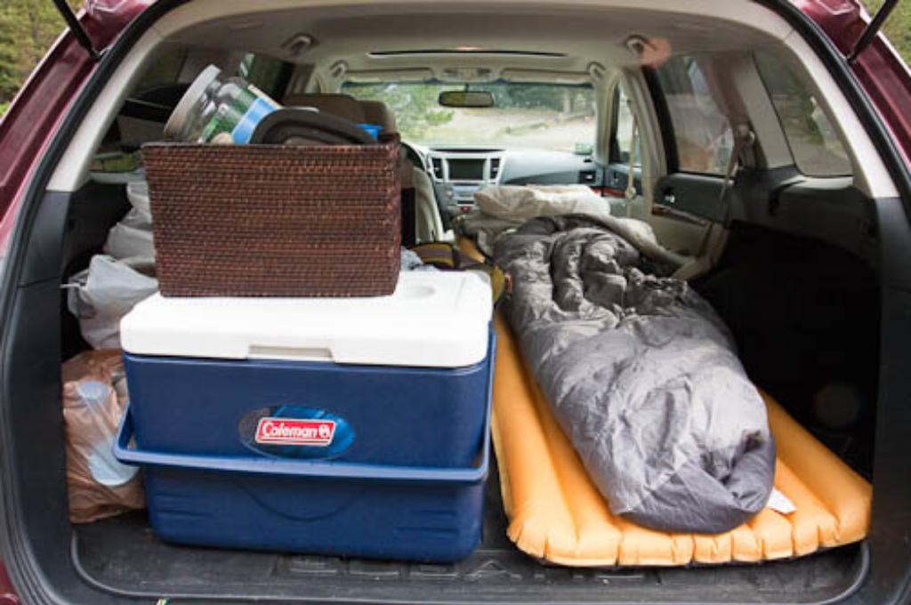 Универсальный одноместный надувной матрас в автомобиле