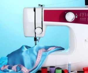 швейная машинка и нитки